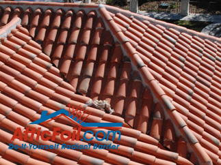 metal roof with radiant barrier foil insulation